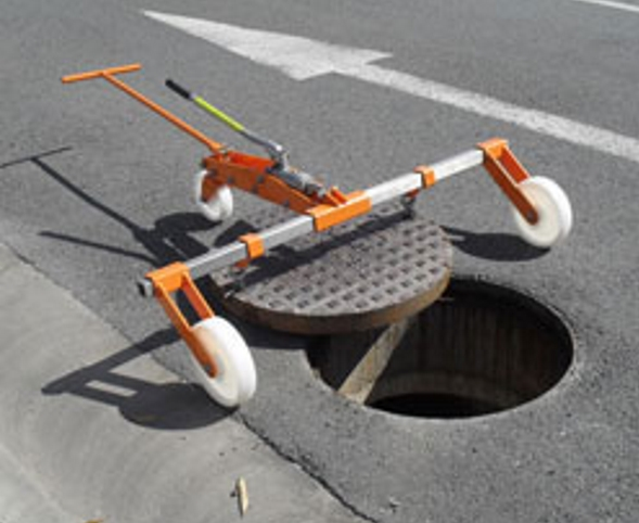 Scorpion manhole lifter